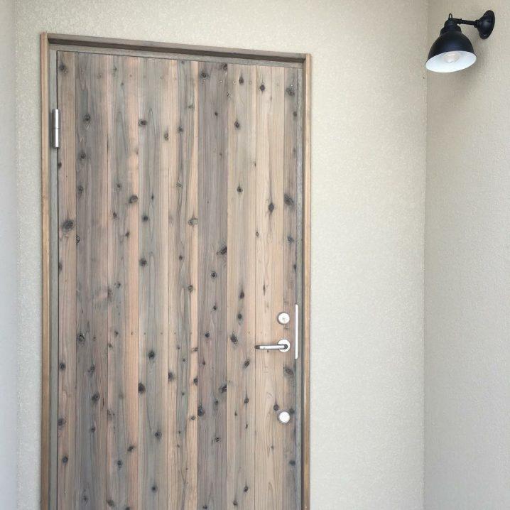 吹田市佐竹台の家|木製玄関ドアの画像