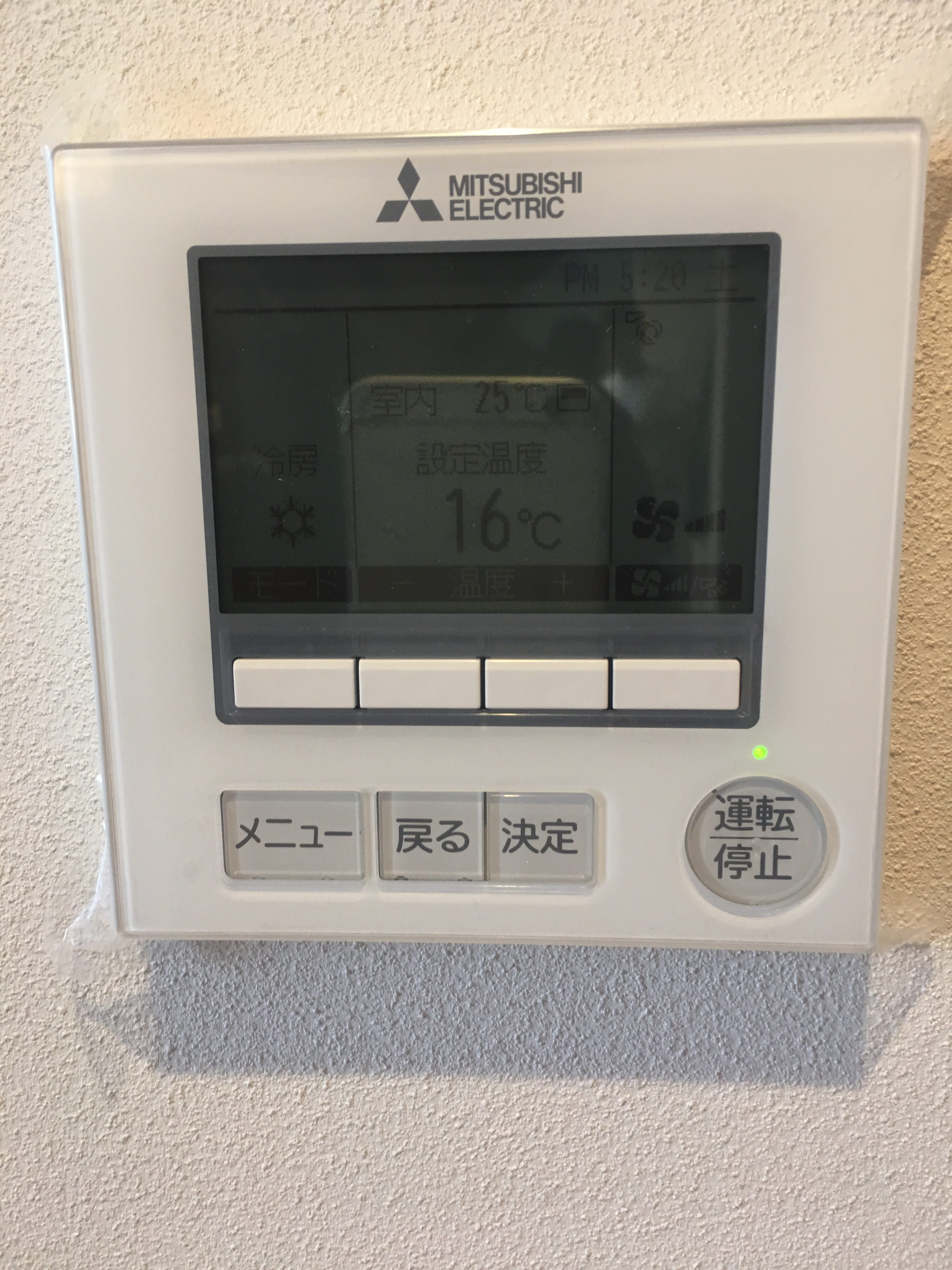床下エアコン リモコンの写真