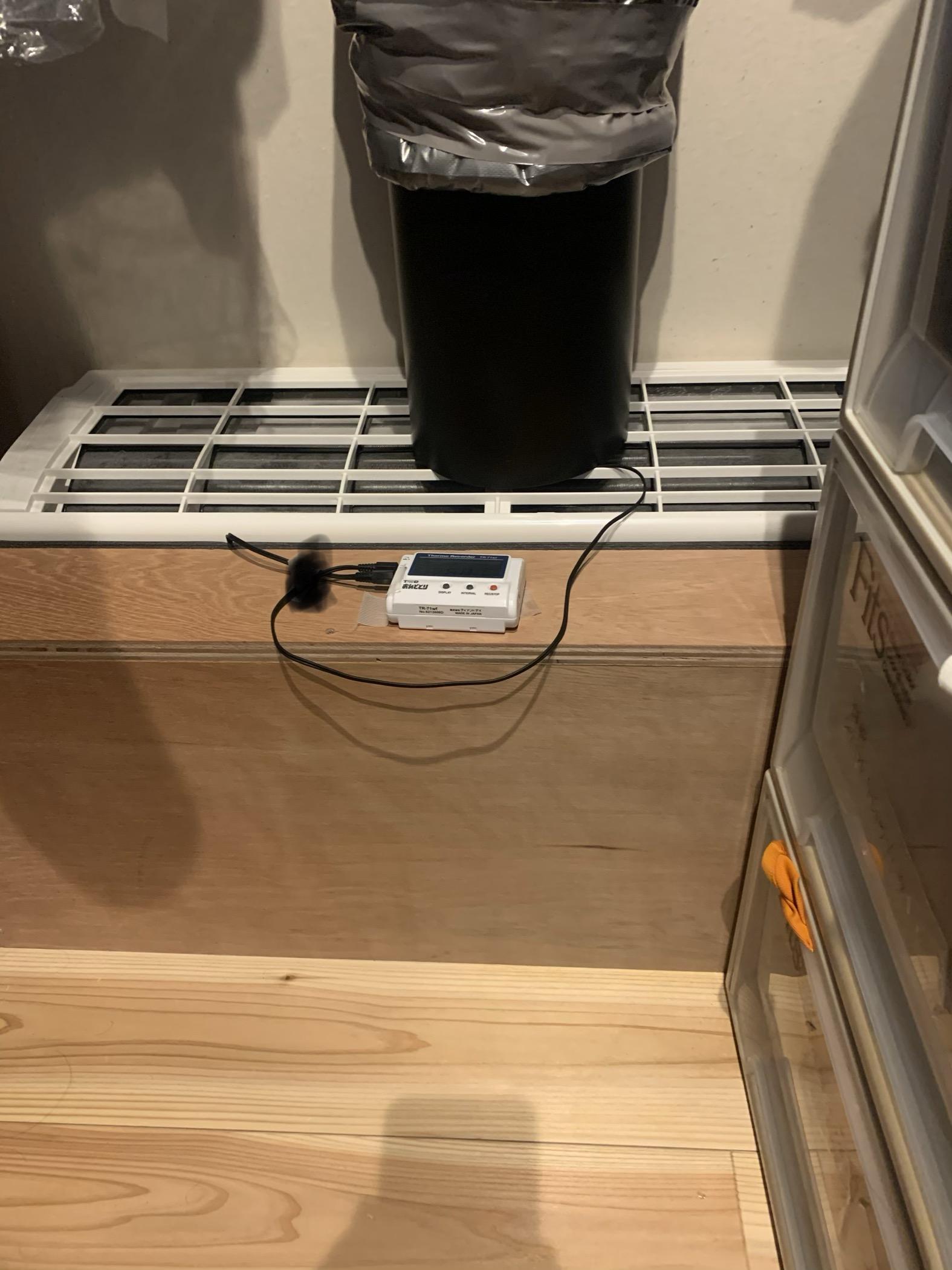 エアコンの吸込み口、ふき出し口温度計測の写真